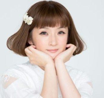千秋の子供は娘で名前は藤本彩華。幼稚園や小学校、年齢について
